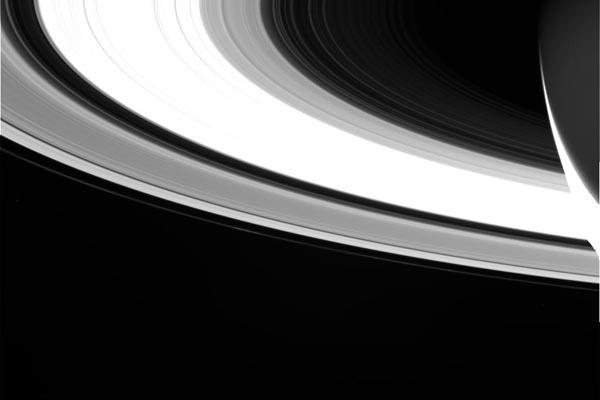 Заключительная миссия «Кассини»: последние снимки Сатурна