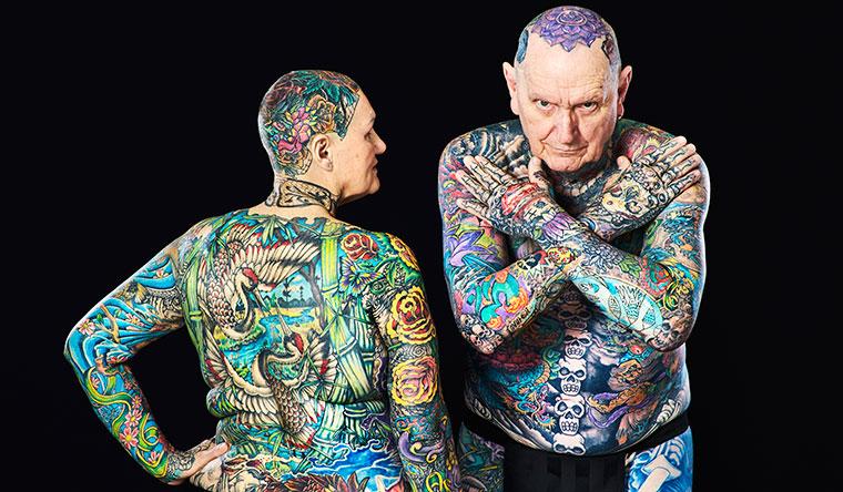 Пожилой человек, имеющий самое большое количество татуировок