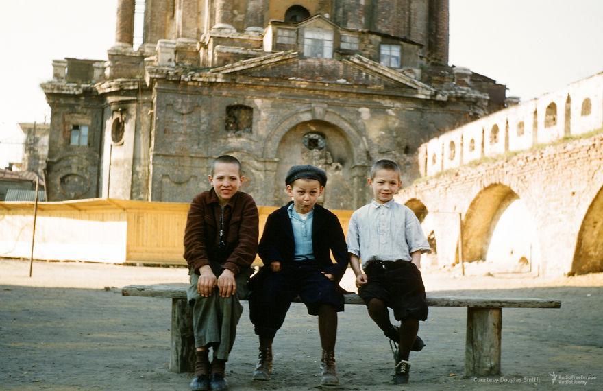 Дети у Новоспасского монастыря, Москва