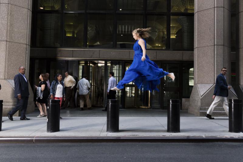 Паркур в деловой одежде в фотосерии Бена Франке