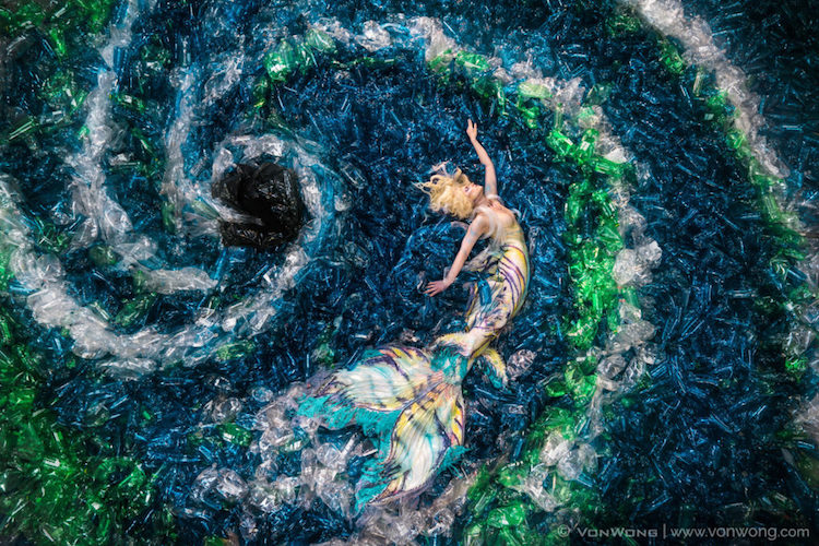 Фотопроект от Бенджамина Фон Вонга, в котором было задействовано 10 тысяч пластиковых бутылок