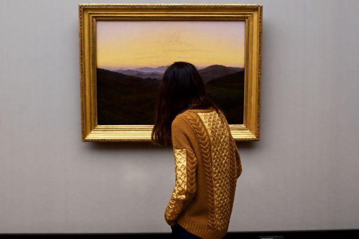 Люди в музее: сходства между картинами и их зрителями