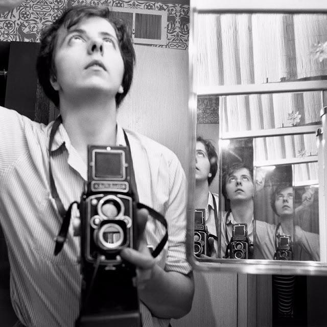 Американская фотохудожница Вивиан Майер, использующая зеркала для создания автопортрета