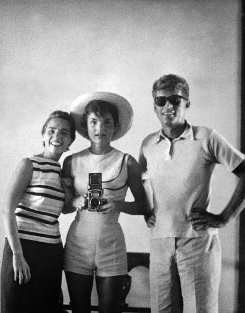 Этель Кеннеди, Жаклин Кеннеди и Джон Кеннеди, 1954 год