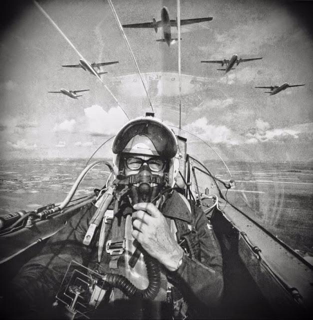 Автопортрет голландского фотографа Фрица Ротганса в реактивном истребителе, 1966 год