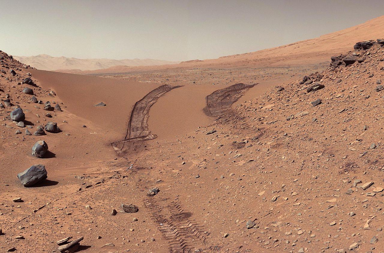 Следы от марсохода «Curiosity», 2014 год