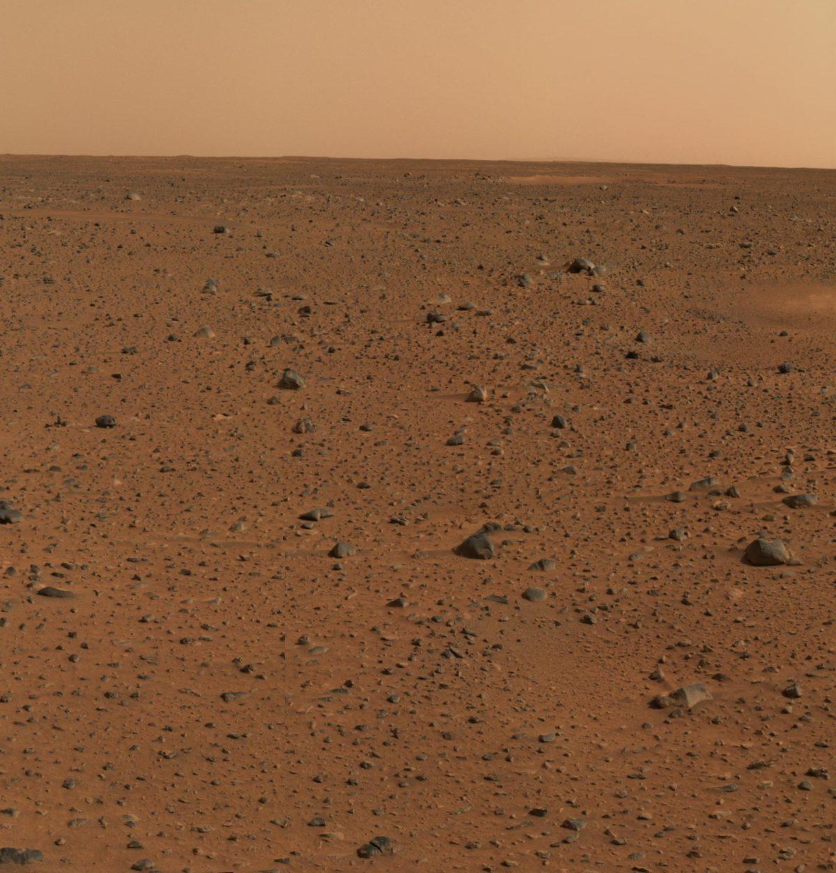 Первое цветное изображение Марса, сделанное панорамной камероймарсохода «Спирит»