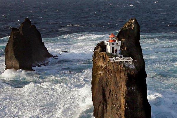 Маяк Þrídrangaviti в Исландии — самый изолированный маяк в мире