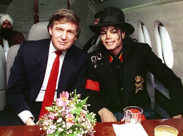 Дональд Трамп и Майкл Джексон в частном самолете, 1990 год