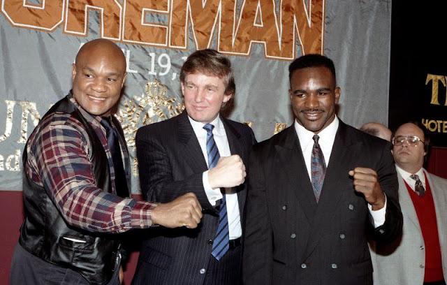 Джордж Форман, Дональд Трамп и Эвандер Холифилд во время пресс-конференции