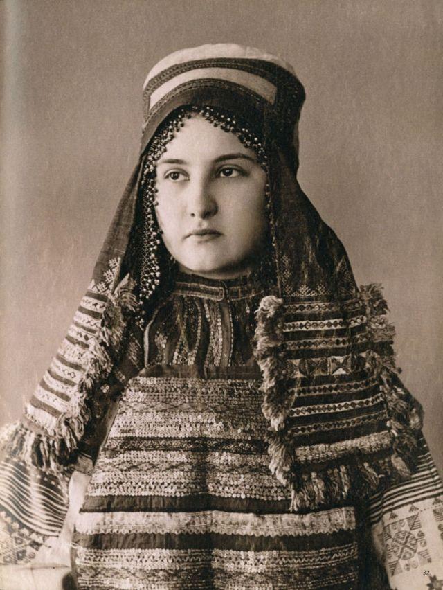 Фотографии русских красавиц XIX века в традиционных костюмах