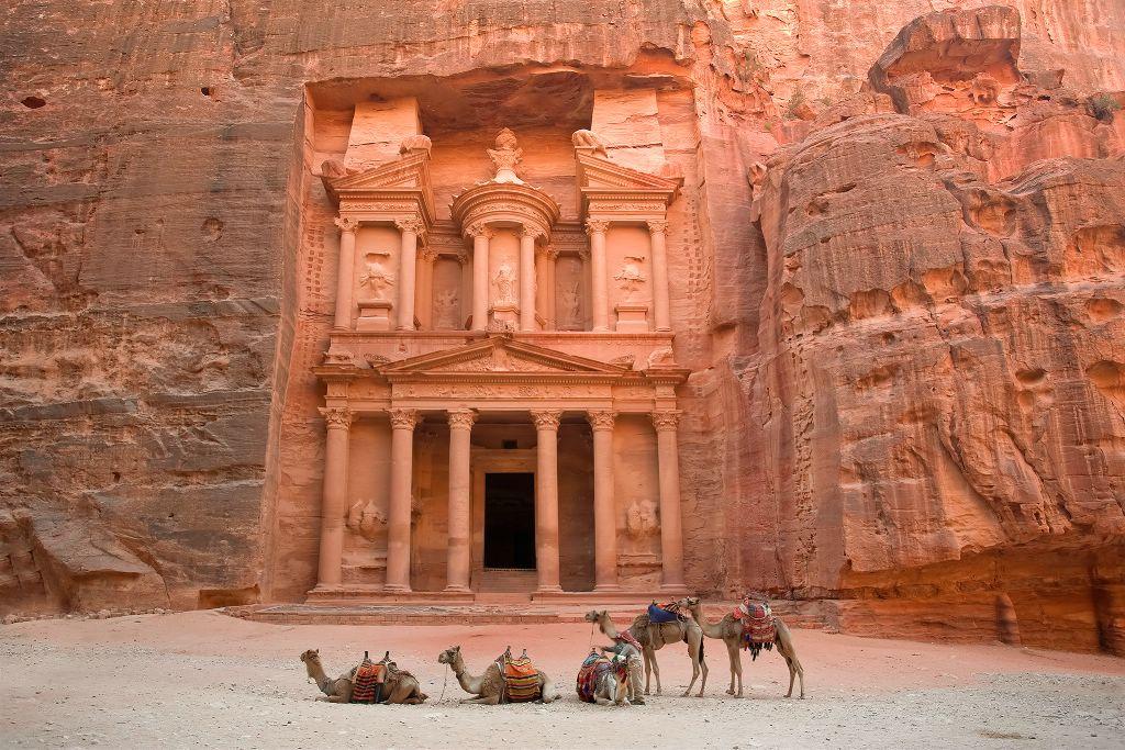Храм Эль-Хазне в Петре
