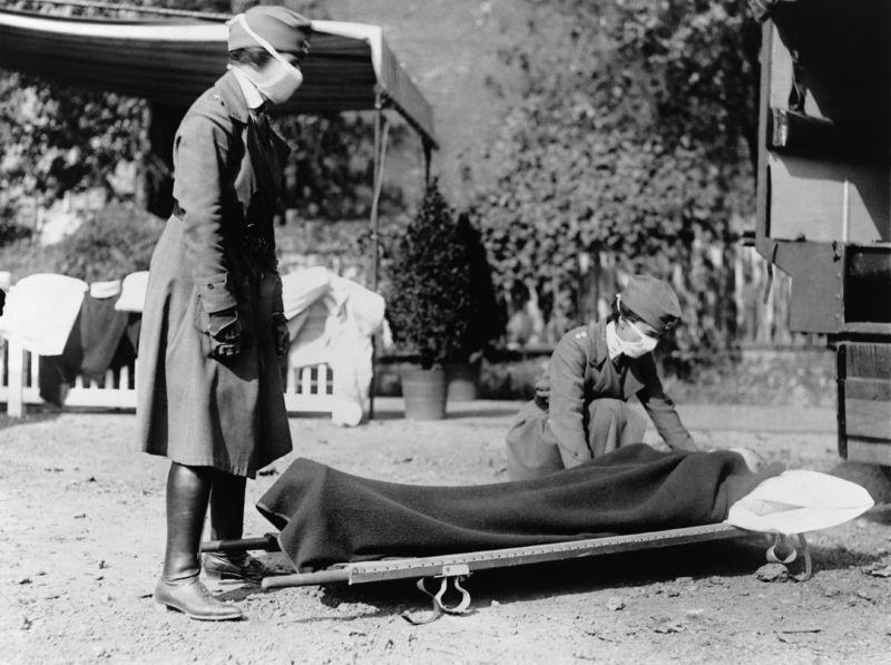 Две медсестры Американского Красного Креста