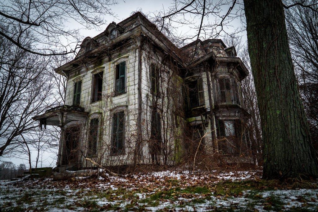 Тайна заброшенных мест в фотографиях Джонни Джу