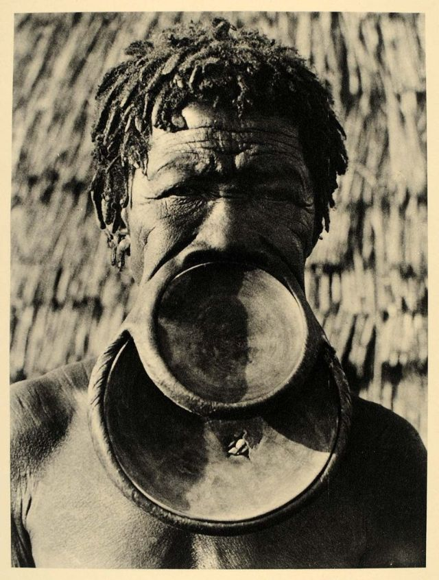 Пластины для губ: традиционное украшение женщин Мурси
