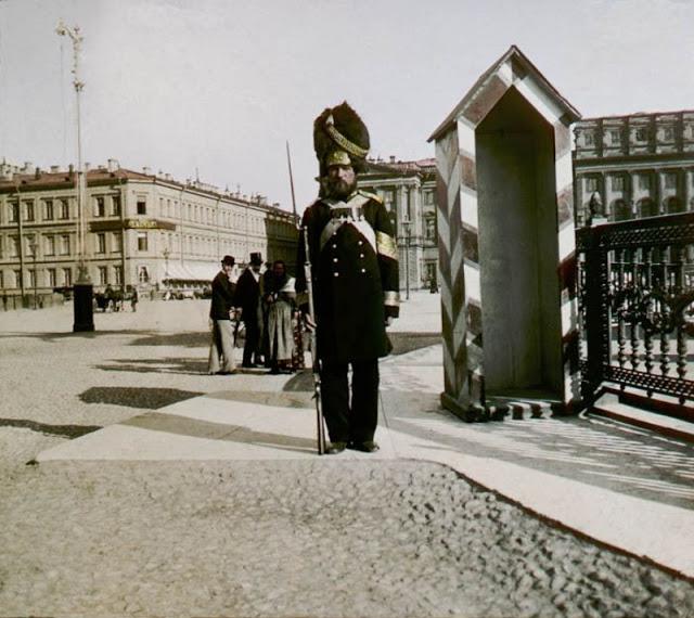 Часовой на Исаакиевской площади в Санкт-Петербурге, конец 19 века
