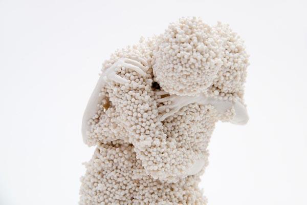Миниатюрные скульптуры из фарфора от Клаудии Фонтес