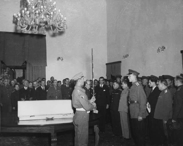«Меч Сталинграда», преподнесённый советской делегации Великобританией на конференции в Тегеране