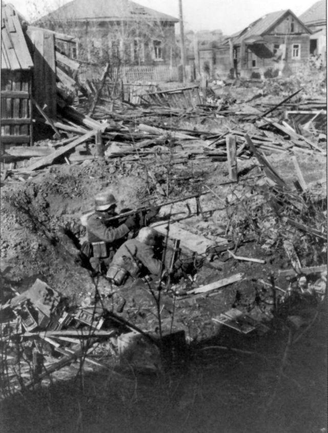 Немецкие солдаты на окраине Сталинграда