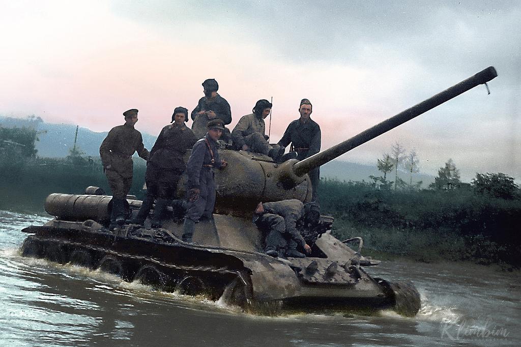 Т-34 форсирует реку Хандаса-гава, Южный Сахалин, 1945 год