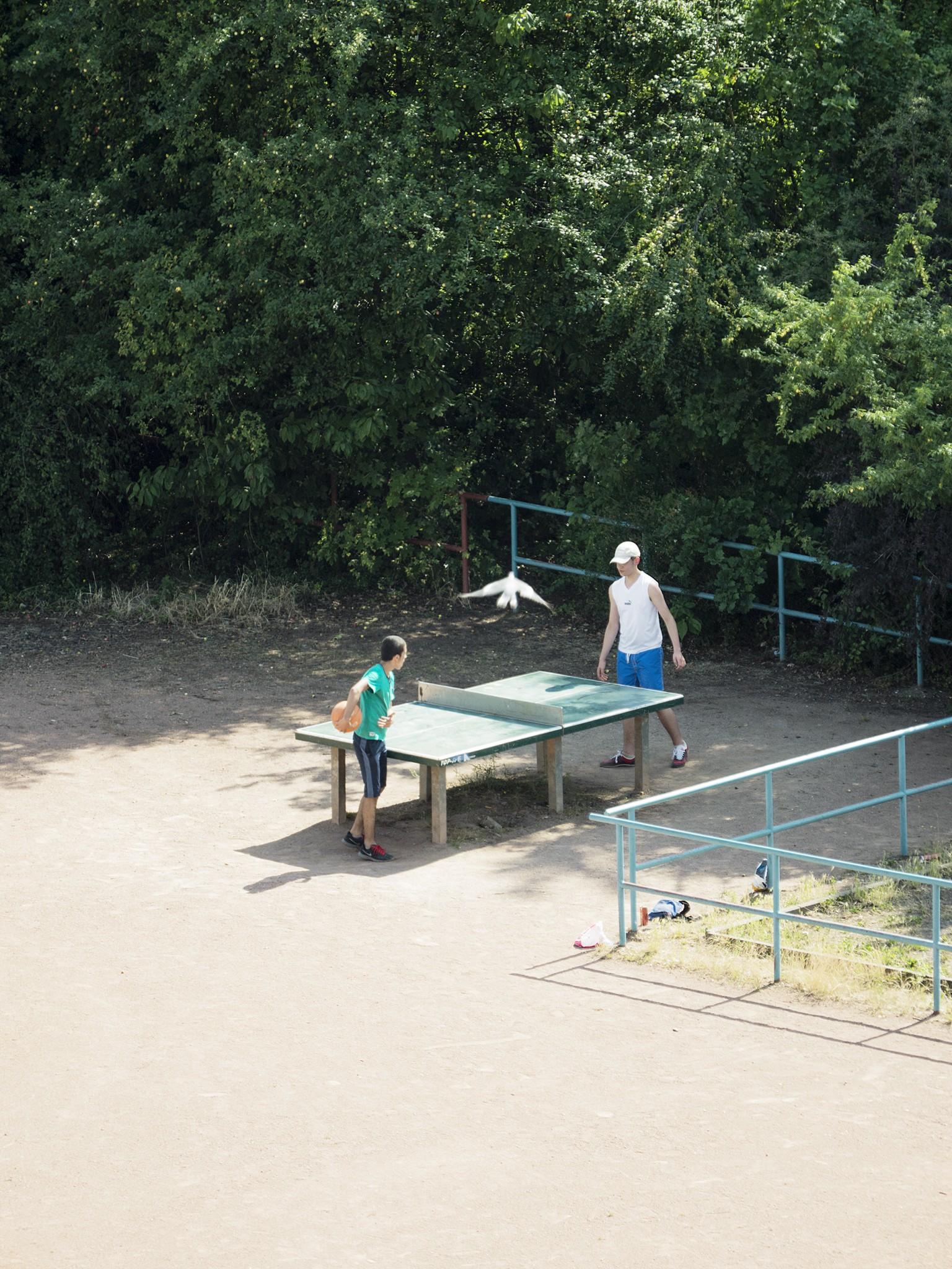 Яркая жизнь теннисного стола в фотопроекте Томиасу Хаяхисы