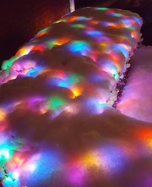 Гирлянда под снегом