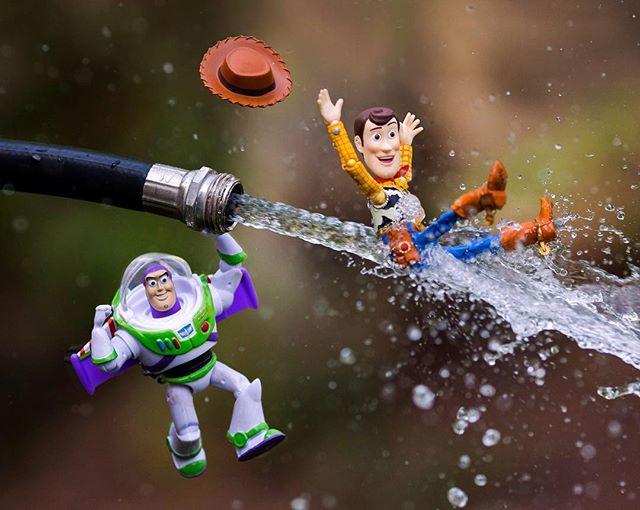 Ожившие детские фантазии в фотографиях с игрушками от Митчела Ву