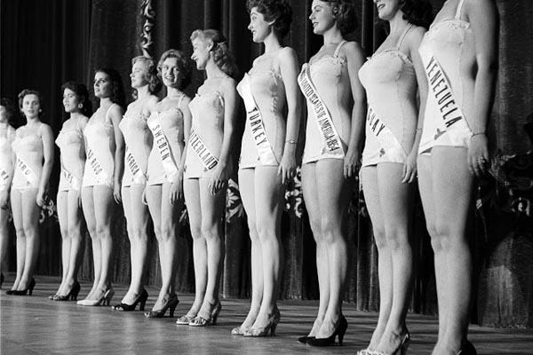 Мисс Вселенная 50-х годов: старинные фотографии с первых конкурсов