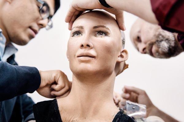 Будущее за роботами? София — робот, имитирующий человеческие эмоции