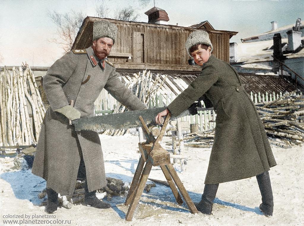 Николай II с сыном Алексеем, Тобольск, 1918 год
