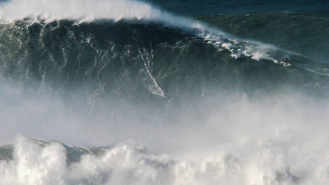 Серфингист покорил самую большую волну, Родриго Кокса