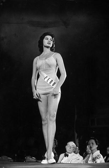 Мисс Перу Гладис Сендер, победительница конкурса «Мисс Вселенная» 1957 года