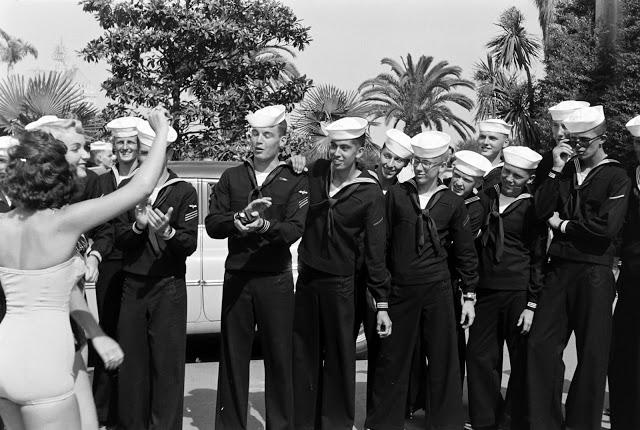 Матросы на параде «Мисс Вселенная», 1954 год