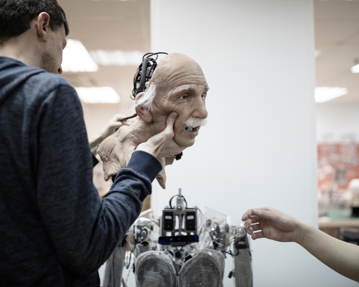 Робот Эйнштейна был создан раньше Софии
