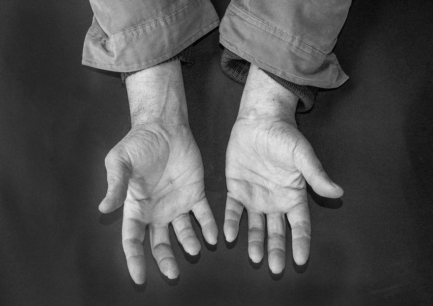 Плотник, мужчина, 60 лет