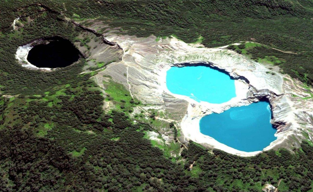 Разноцветные озёра Келимуту, Индонезия