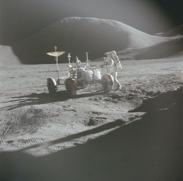 Пилот лунного модуля Джеймс Ирвин, член экипажаАполлон-15, 1971 год