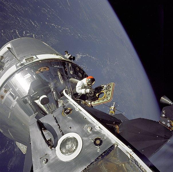 Аполлон-9: выход Дэвида Скотта в открытый космос. 1969 год