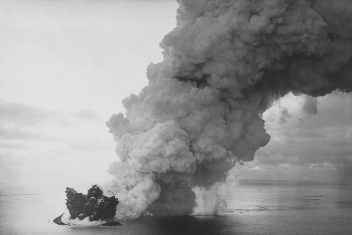 Начало извержения в 1963 году - рождение острова Сюртсей