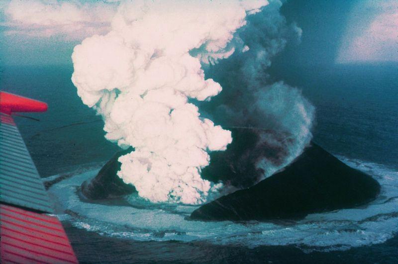 Сюртсей через 16 дней после начала извержения