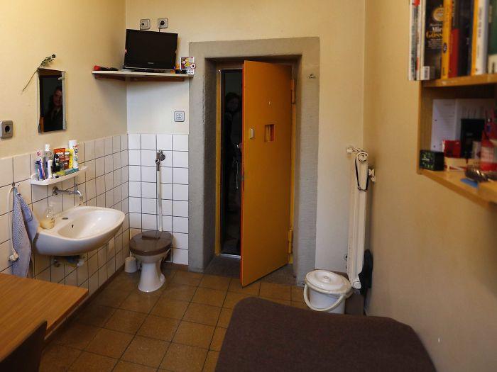 Тюрьма «Landsberg Prison», Германия