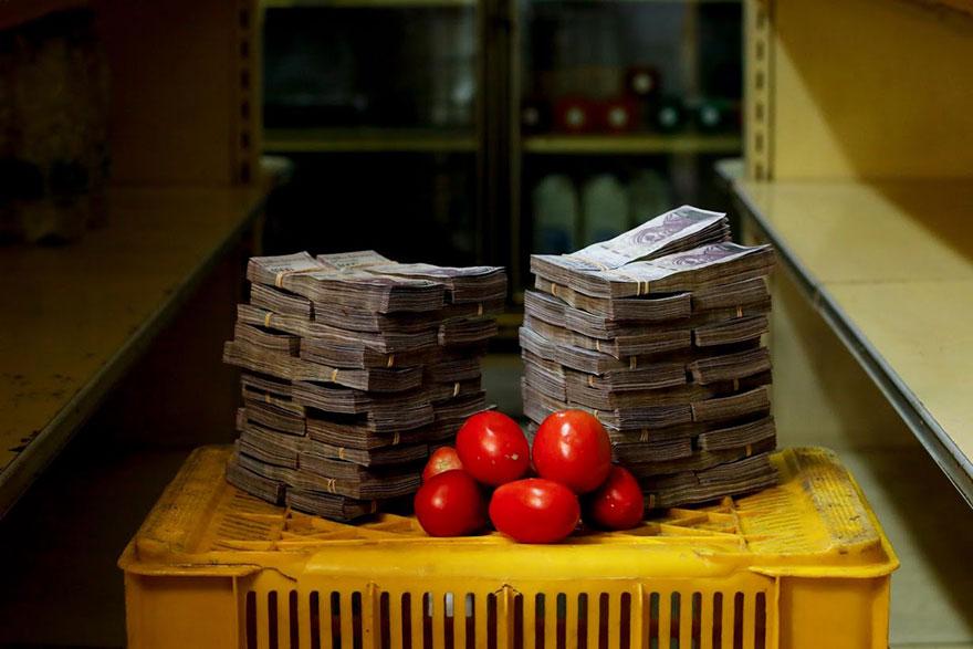 1 кг. томатов = 5 млн. боливаров≈ 0,76 долларов