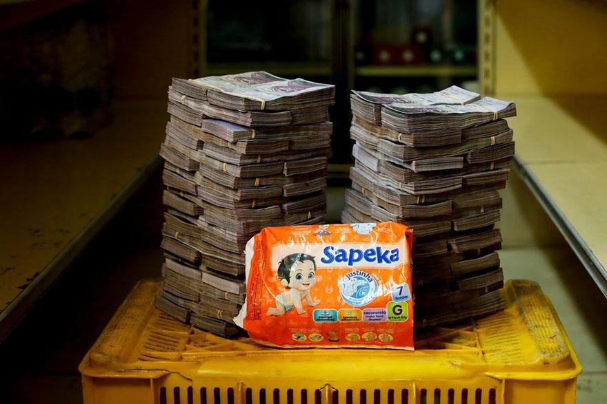 Упаковка подгузников = 8 млн. боливаров≈ 1,22 долларов
