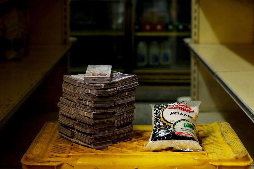 1 кг. риса = 250 тысяч боливаров≈ 0,38 долларов