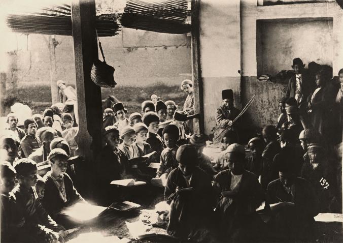 Иранские школьники на уроке