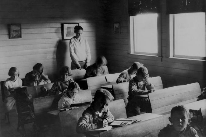 Ученики сельской школы возле Копенгагена, Дания