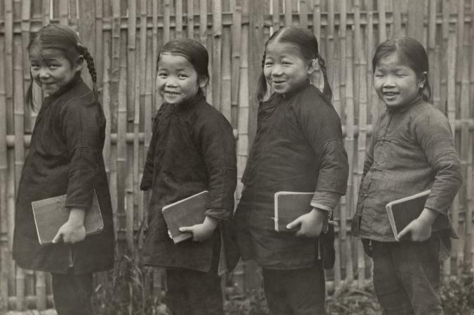 Ученицы начальной школы, Китай