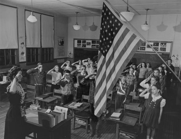 Учебный день в одной из школштата Вирджиния начинается с приветствия флага, США