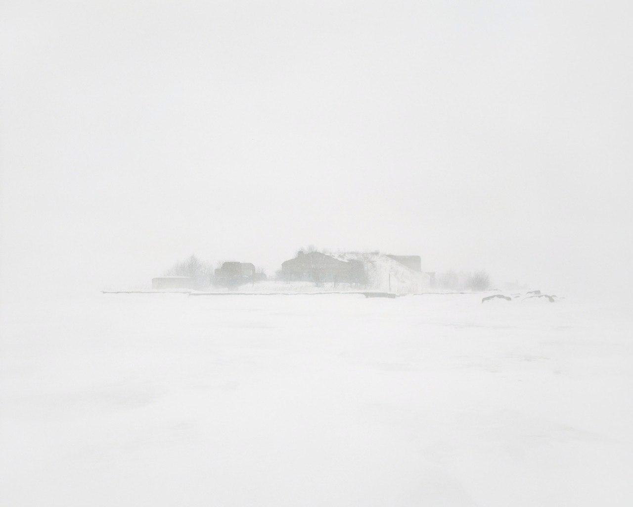 Бывшая военная база с подземным бункером на острове, Ленинградская область