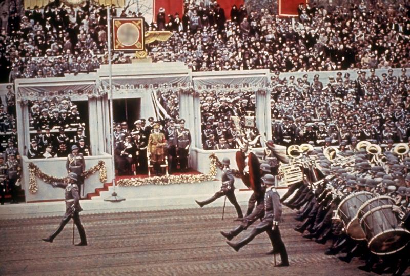 Немецкие войска во время парада в честь 50-летия Адольфа Гитлера, 1939 год